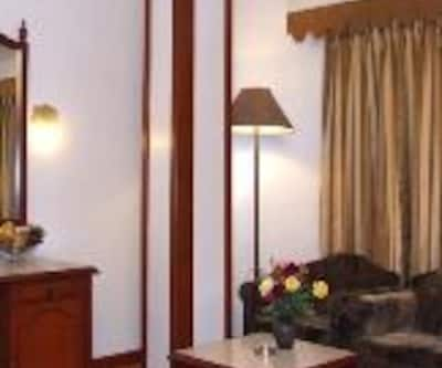 Deluxe Double Room with Breakfast, https://imgcld.yatra.com/ytimages/image/upload/c_fill,w_400,h_333/v1467521488/Domestic Hotels/Hotels_Varanasi/Hotel Pradeep/Deluxe Room Double/Deluxe_Room_Double_dL2Kwo.jpg