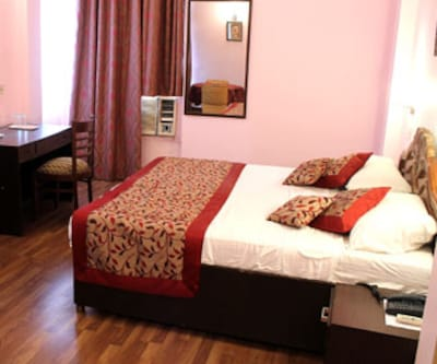Hotel Doves Inn, Mehrauli Gurgaon Road,