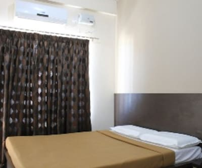 Semi Deluxe Single Room Non AC With Breakfast, https://imgcld.yatra.com/ytimages/image/upload/c_fill,w_400,h_333/v1467522280/Domestic Hotels/Hotels_Mysore/Hotel Kalyani/Semin Deluxe/Semin_Deluxe_ebfKle.jpg