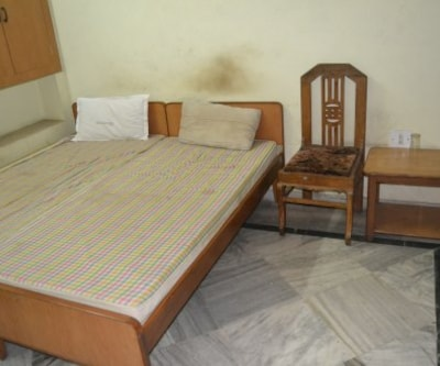 Executive Room , https://imgcld.yatra.com/ytimages/image/upload/c_fill,w_400,h_333/v1467522403/Domestic Hotels/Hotels_Kota/Hotel Shree Radha Palace/Executive Room/Executive_Room_fSiihX.jpg