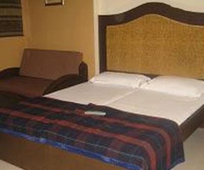 Hotel Highway Residency (Complimentary Wi-Fi), Andheri,