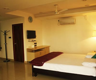 Standard AC Room, https://imgcld.yatra.com/ytimages/image/upload/c_fill,w_400,h_333/v1467525061/Domestic Hotels/Hotels_Hyderabad/The Icon Homes/Standard AC Room/Standard_AC_Room_fN7HnB.jpg