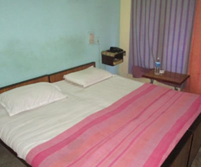 A/c Room, https://imgcld.yatra.com/ytimages/image/upload/c_fill,w_400,h_333/v1467525518/Domestic Hotels/Hotels_Pondicherry/The Clock Tower Hotel/A/c Room/A/c_Room_eNuv9o.jpg