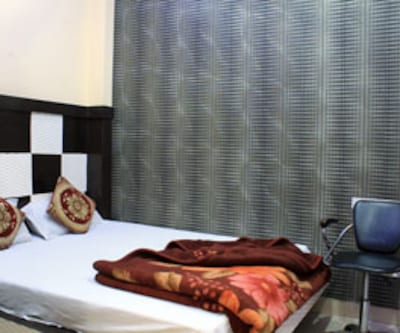 AC Deluxe Room, Charmingly designed, these rooms are furnished with a television set, make-up mirror, wardrobe, a comfortable bed and an attached bathroom with hot and cold water.