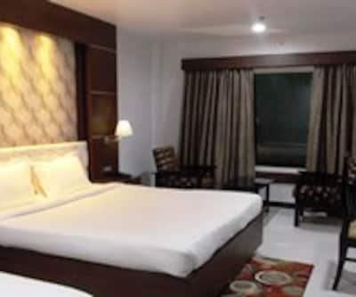 Executive Room (AC), https://imgcld.yatra.com/ytimages/image/upload/c_fill,w_400,h_333/v1467527715/Domestic Hotels/Hotels_Kolkata/Airport City Hotel/Executive Room (AC)/Executive_Room_(AC)_2KC2EW.jpg