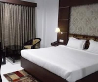 Standard Room Only, https://imgcld.yatra.com/ytimages/image/upload/c_fill,w_400,h_333/v1467527722/Domestic Hotels/Hotels_Kolkata/Airport City Hotel/Standard Room (AC)/Standard_Room_(AC)_h7wxHJ.jpg
