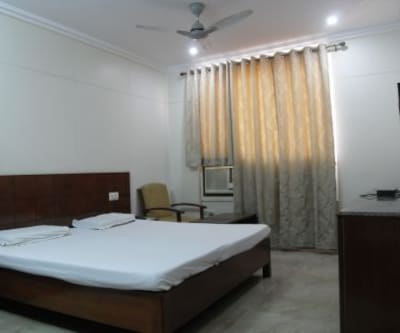 Hotel Savera Inn, Hamidia Road,