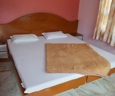 Deluxe Room, https://imgcld.yatra.com/ytimages/image/upload/c_fill,w_400,h_333/v1467532330/Domestic Hotels/Hotels_Mount Abu/Couples Paradise Hotel/Deluxe Room/Deluxe_Room_FJdqtn.jpg