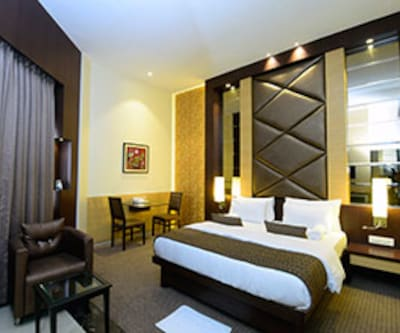 Suite Room, https://imgcld.yatra.com/ytimages/image/upload/c_fill,w_400,h_333/v1467534965/Domestic Hotels/Hotels_Mumbai/Hotel Nakshatra/Suite Room/Suite_Room_Yjd209.jpg