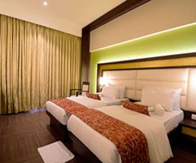 Executive Room, https://imgcld.yatra.com/ytimages/image/upload/c_fill,w_400,h_333/v1467534970/Domestic Hotels/Hotels_Mumbai/Hotel Nakshatra/Executive Room/Executive_Room_Ij4O8P.jpg