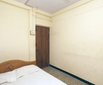 Non AC Room, https://imgcld.yatra.com/ytimages/image/upload/c_fill,w_400,h_333/v1467535197/Domestic Hotels/Hotels_Chennai/Sri Bala Murugan Guest House/Non AC Room/Non_AC_Room_OzsXWf.jpg