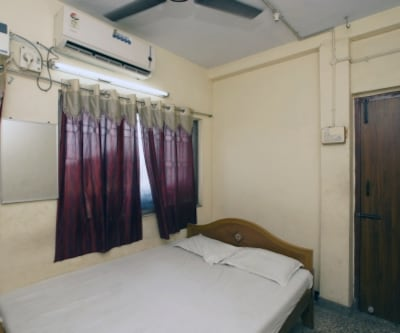 AC Room, https://imgcld.yatra.com/ytimages/image/upload/c_fill,w_400,h_333/v1467535199/Domestic Hotels/Hotels_Chennai/Sri Bala Murugan Guest House/AC Room/AC_Room_ZoO8ar.jpg