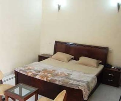Aggarwal Guest House, Sector 39,