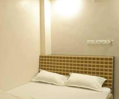 Standard Room Only, https://imgcld.yatra.com/ytimages/image/upload/c_fill,w_400,h_333/v1467536608/Domestic Hotels/Hotels_Varanasi/The Swastik Hotel/Standard Room- Non A/C/Standard_Room-_Non_A/C_9M514m.jpg
