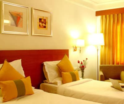 Standard Single Room Only, https://imgcld.yatra.com/ytimages/image/upload/c_fill,w_400,h_333/v1467543550/Domestic Hotels/Hotels_Hyderabad/Hampshire Plaza/Standard Room Only With Wifi/Standard_Room_Only_With_Wifi_ux4twn.jpg