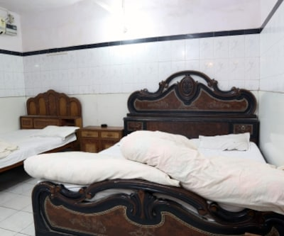 Deluxe Room, https://imgcld.yatra.com/ytimages/image/upload/c_fill,w_400,h_333/v1467543765/Domestic Hotels/Hotels_New Delhi/Khushdil Hotel/Deluxe Room/Deluxe_Room_4RrKVi.jpg