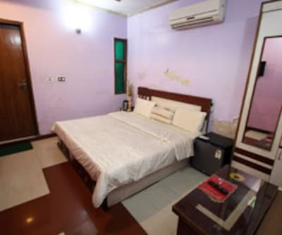 Super Deluxe Room, The super deluxe rooms are furnished and equipped with modern amenities. It offers facilities like a television set, attached bathroom with hot/cold water, makeup mirror, cupboard and many more comforts.