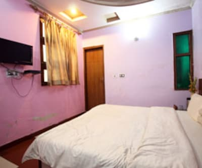 Standard Room, The standard rooms are furnished and equipped with modern amenities. It offers facilities like a television set, attached bathroom with hot/cold water, makeup mirror, cupboard and many more comforts.