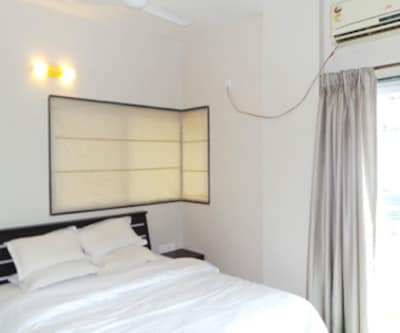 Deluxe Single Studio Apartment, https://imgcld.yatra.com/ytimages/image/upload/c_fill,w_400,h_333/v1467548132/Domestic Hotels/Hotels_Pune/Aerith-Studio and Serviced Apartments/Deluxe Studio Apartment/Deluxe_Studio_Apartment_ATKgTg.jpg