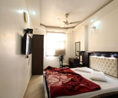 Standard Room, Standard rooms are well-appointed with comfortable beds and a neat attached bathroom ready with constant supply of hot/cold water.