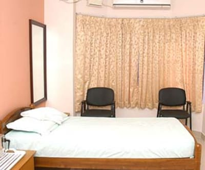 AC Room - Breakfast, https://imgcld.yatra.com/ytimages/image/upload/c_fill,w_400,h_333/v1467598965/Domestic Hotels/Hotels_Chennai/Hotel Angels Nest/AC Room/AC_Room_1MleD8.jpg