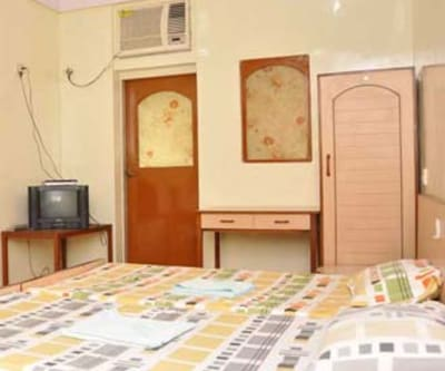 A./C Room, https://imgcld.yatra.com/ytimages/image/upload/c_fill,w_400,h_333/v1467599373/Domestic Hotels/Hotels_Mumbai/Hotel Windsor/A./C Room/A./C_Room_IAzJhp.jpg