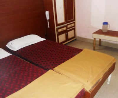 Shirdi Lodge, Abids,