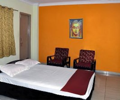 AC Double Room, https://imgcld.yatra.com/ytimages/image/upload/c_fill,w_400,h_333/v1467981722/Domestic Hotels/Hotels_Visakhapatnam/SS Residency Luxury Guest Suites/Deluxe Room AC/Deluxe_Room_AC_fvfv4n.jpg