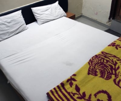 Non A/C Double Room, https://imgcld.yatra.com/ytimages/image/upload/c_fill,w_400,h_333/v1467981774/Domestic Hotels/Hotels_Ahmedabad/Hotel Shiv Inn/Non A/C Double Room/Non_A/C_Double_Room_sd8Hp9.jpg