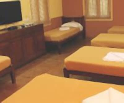 AC Dormitory Room, https://imgcld.yatra.com/ytimages/image/upload/c_fill,w_400,h_333/v1467986594/Domestic Hotels/Hotels_Ratnagiri/Shantai Resort/AC Dormitory Room/AC_Dormitory_Room_poZS0M.jpg