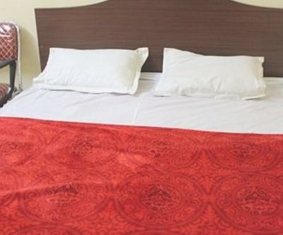 Non AC Deluxe Single Room, https://imgcld.yatra.com/ytimages/image/upload/c_fill,w_400,h_333/v1467988700/Domestic Hotels/Hotels_Bangalore/Subha Residency/Non AC Deluxe Double Room/Non_AC_Deluxe_Double_Room_k1oaL8.jpg