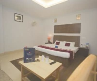 Family Suite Room, https://imgcld.yatra.com/ytimages/image/upload/c_fill,w_400,h_333/v1467988825/Domestic Hotels/Hotels_Manali/Hotel van Vihar View/Family Suite Room/Family_Suite_Room_mTrwKm.jpg