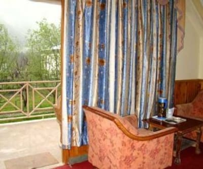 Honeymoon suite, https://imgcld.yatra.com/ytimages/image/upload/c_fill,w_400,h_333/v1467989596/Domestic Hotels/Hotels_Manali/Chandramukhi Cottage/Honeymoon suite/Honeymoon_suite_MnHg54.jpg