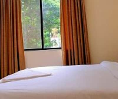 Standard AC Double Room, https://imgcld.yatra.com/ytimages/image/upload/c_fill,w_400,h_333/v1467991271/Domestic Hotels/Hotels_Pune/West View/Standard AC Double Room/Standard_AC_Double_Room_lfMX1p.jpg