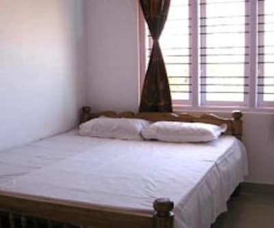 Standard Room, https://imgcld.yatra.com/ytimages/image/upload/c_fill,w_400,h_333/v1467995063/Domestic Hotels/Hotels_Coorg/Noble Cottage/Standard Room/Standard_Room_Azkx7i.jpg