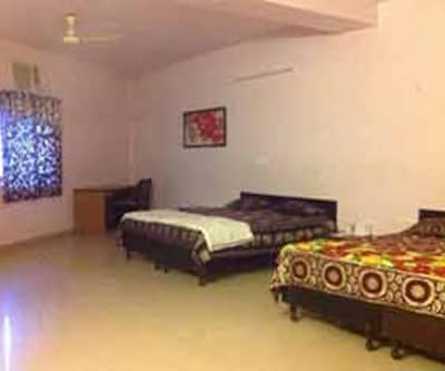 Green Villa Guest House, --None--,