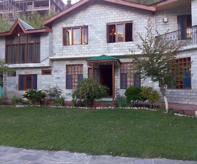 Rebenz Cottage,Manali