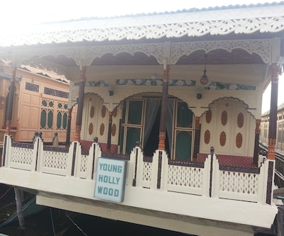Young Hollywood House Boat,Srinagar