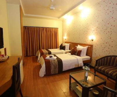 Vishwaratna Hotel, A T Road,