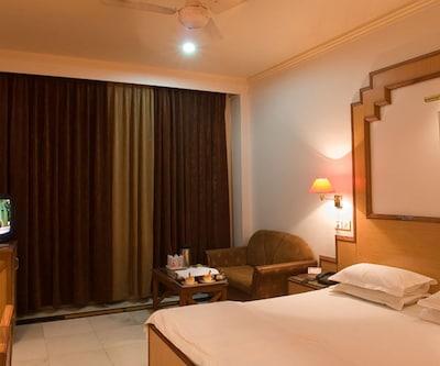 LMB Hotel Jaipur, Johari Bazar,