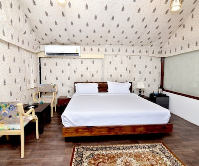 Swiss Tent Only, https://imgcld.yatra.com/ytimages/image/upload/c_fill,w_400,h_333/v1488883437/Hotel/Jaipur/00056982/Swiss_Tent_Room_(1)_zoGglk.jpg