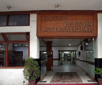 Hotel Veenus International, Queens Road,