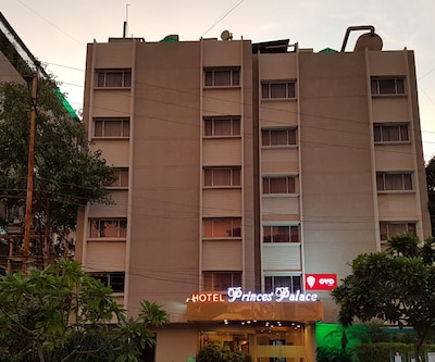 Hotel Princes Palace, South Tukoganj,