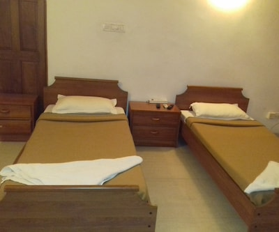 26 Shafeli Appartment - Volvo�Eicher Guest House,Bangalore