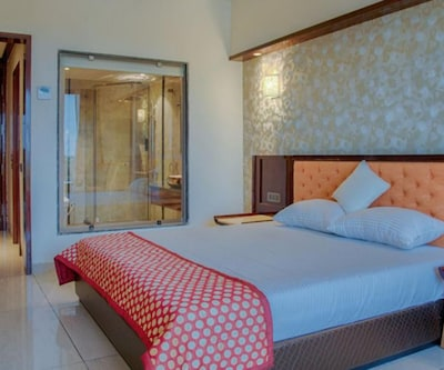 Deluxe Room Only, https://imgcld.yatra.com/ytimages/image/upload/c_fill,w_400,h_333/v1491564134/Hotel/Indore/00084896/Deluxe_Room_(2)_cDS15i.jpg