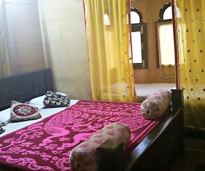 Deluxe Room, https://imgcld.yatra.com/ytimages/image/upload/c_fill,w_400,h_333/v1491899306/Hotel/Jaisalmer/00084949/Deluxe_Room_(5)_HEemfh.jpg