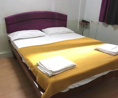 I Roomz Siddharth Residency,Hampi