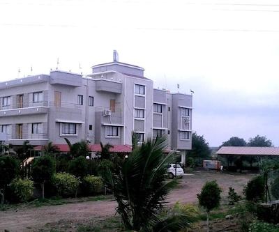 Arya Hotel & Lodging,Pune