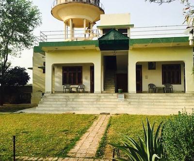 Hotel Dhanraj Palace