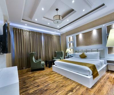 Hotel Heritage Luxury,Srinagar